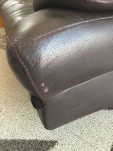 ビフォー ソファーの側面 深い引っかき傷