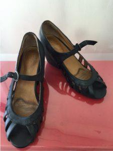 アフター ブラックに染め変えて、また履けるように。