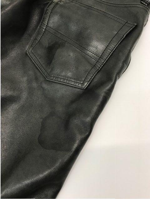 ビフォー  うしろのポケットの下に黒く目立つシミあり。